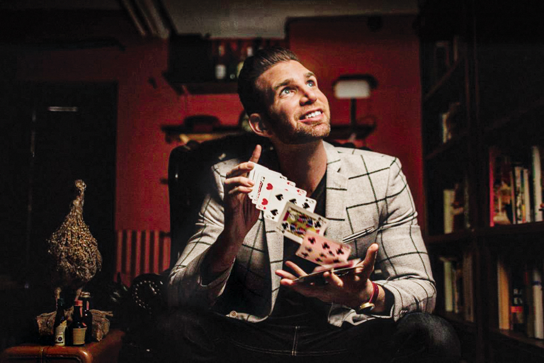 photo of magician Joshua Jay