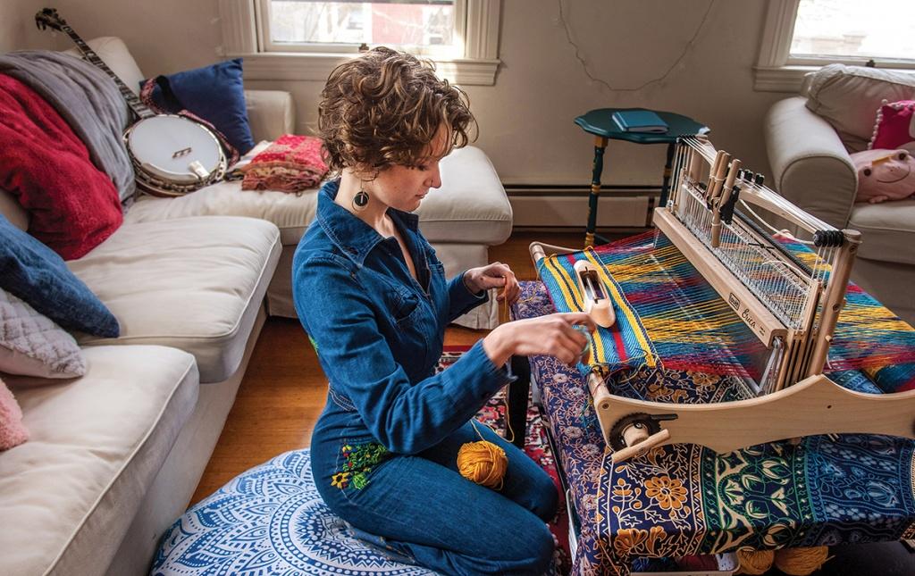 Image of Beth Pollard '21 at her loom