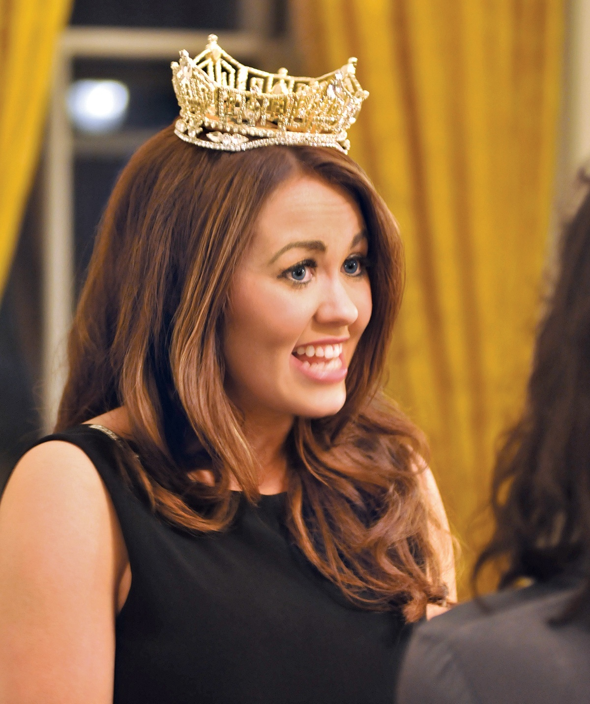 Photograph of Cara Mund wearing a crown.