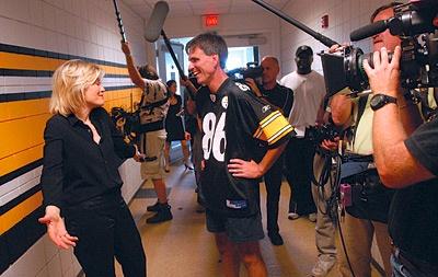 Photo of Randy Pausch being interviewed.