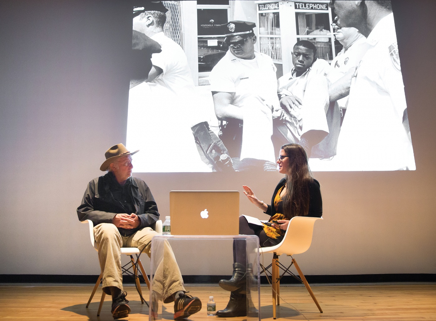 Danny Lyon chats on stage with Allison Pappas '08