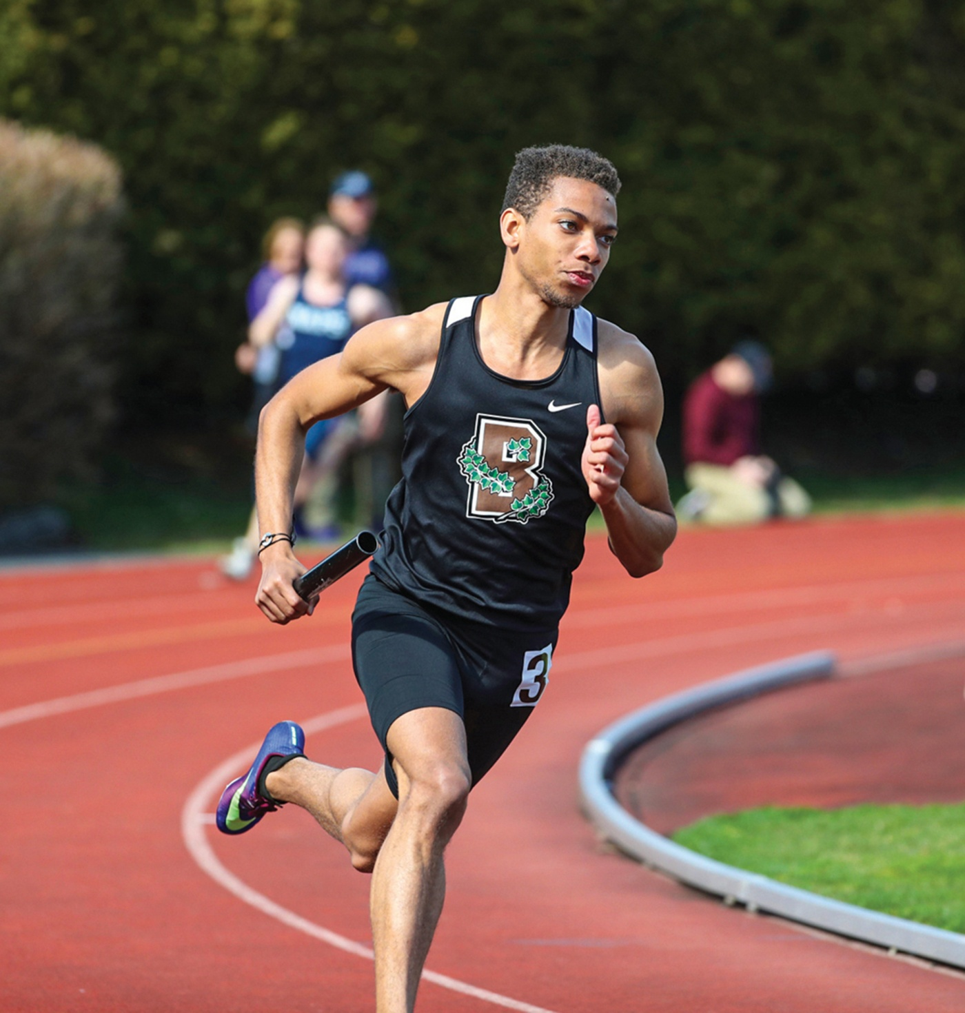 Runner Kevin Boyce '21 on the track