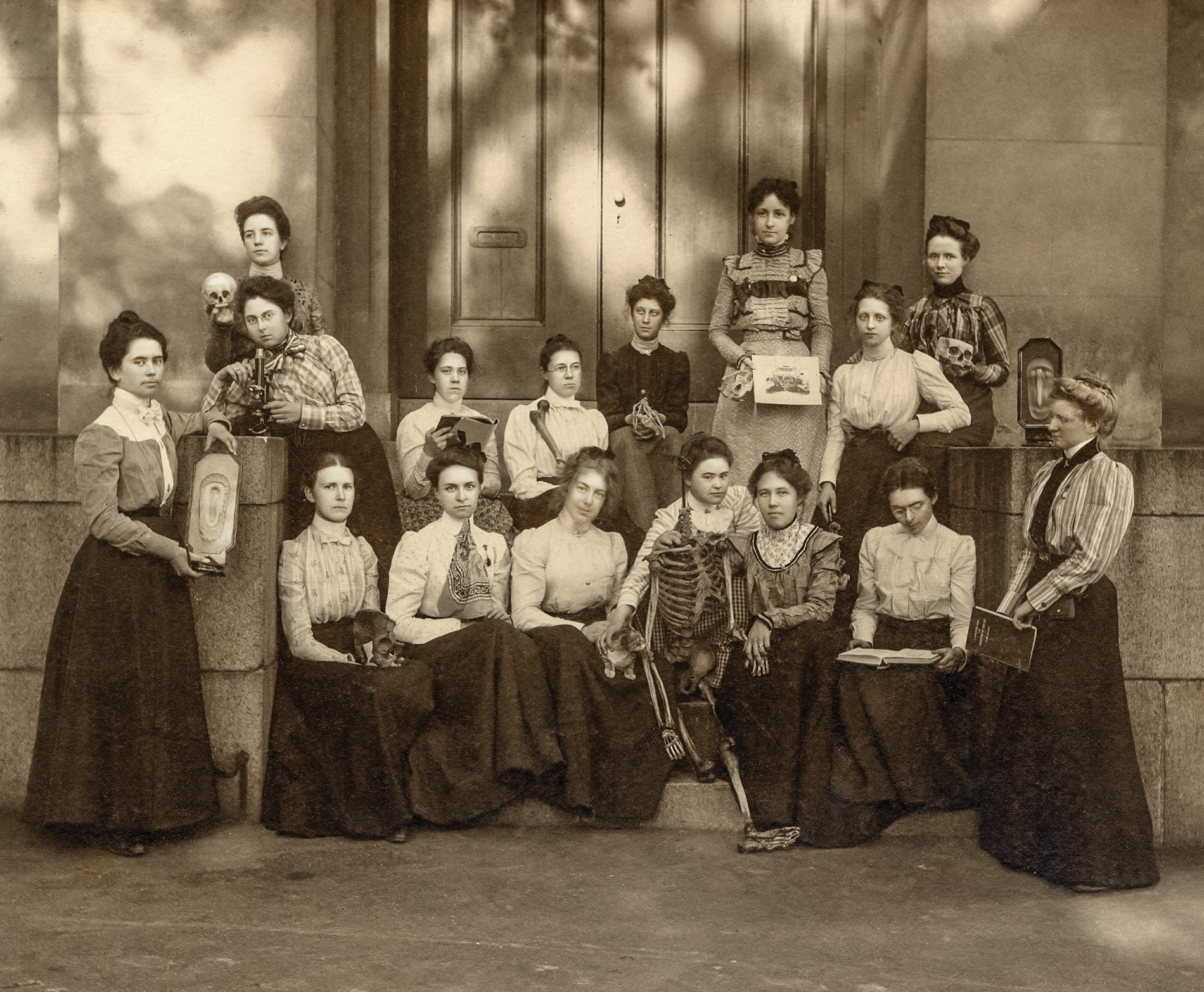 Image of Brown 1905 Women's Anatomy Class