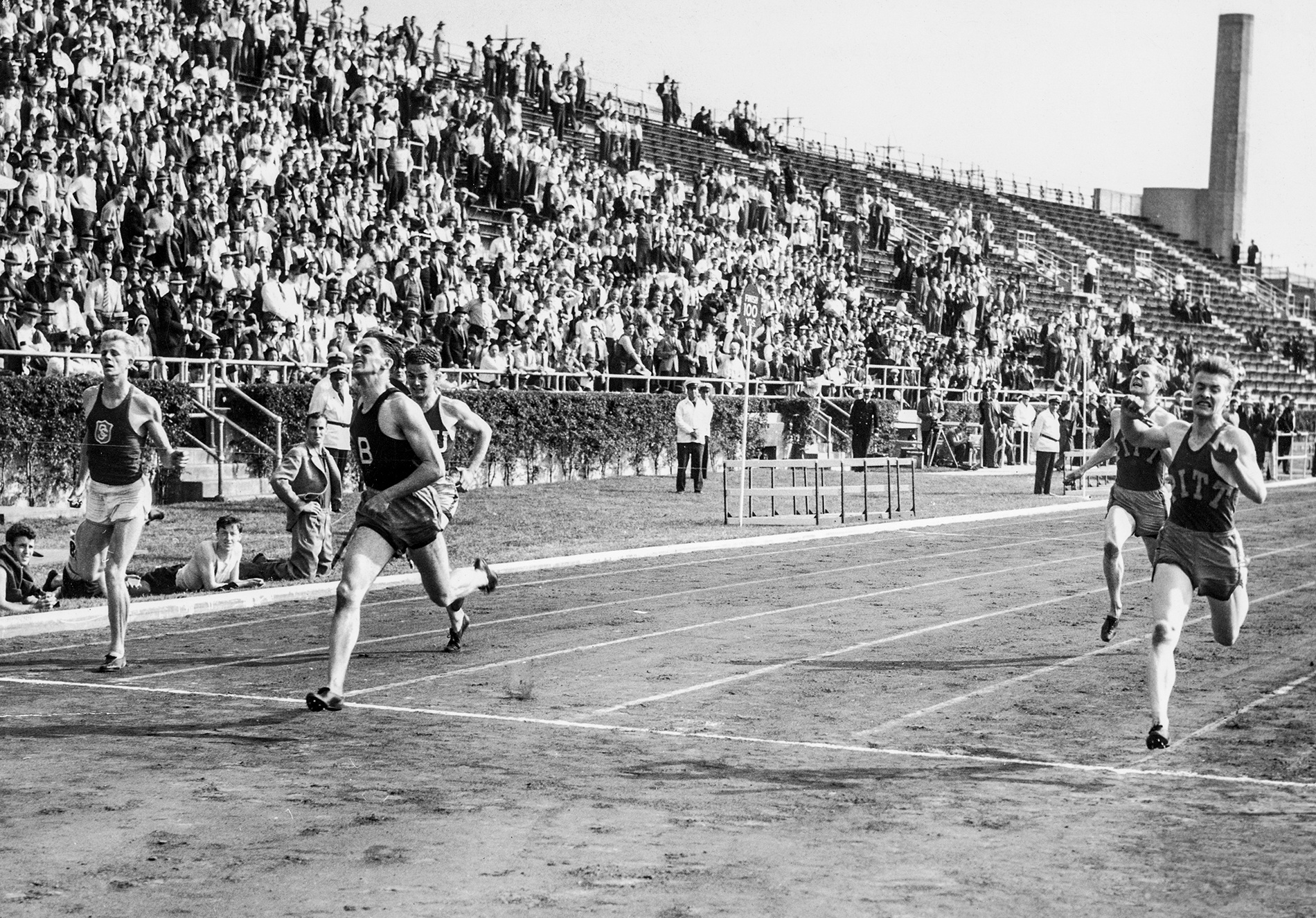 Image of Clapp running the 220-yard dash in 1939