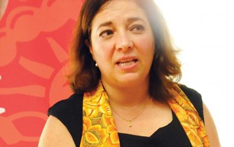 Silvia Giorguli PhD '04 speaks at a forum.