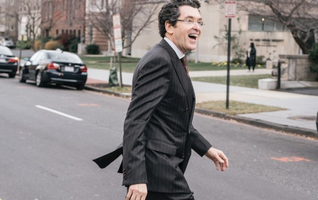 Photograph of Norman Eisen '85 crossing a street in Washington D.C.
