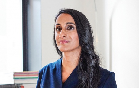 portrait of Bina Venkataraman '02