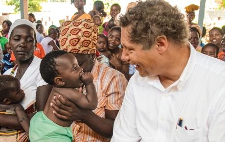 Seth Berkley in Mozambique